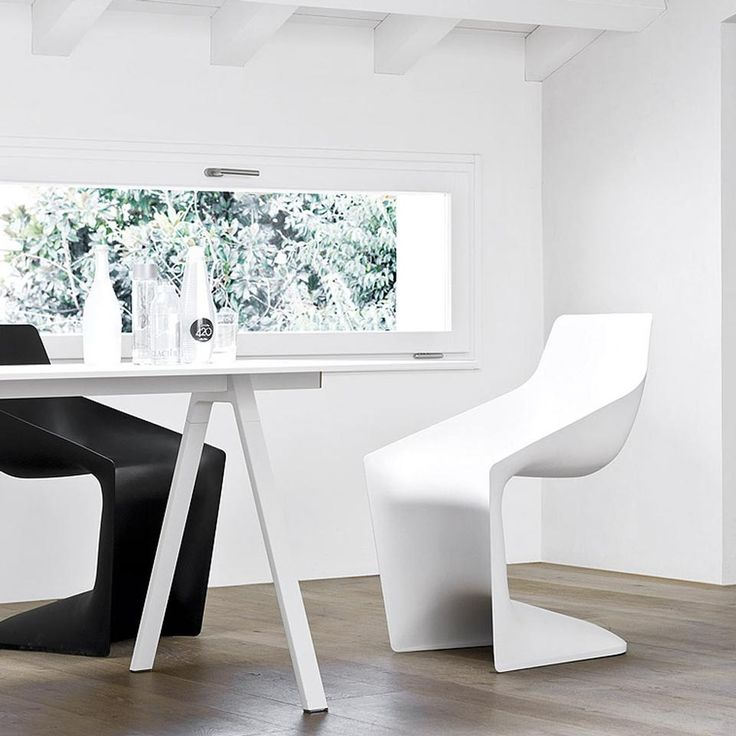 Pulp, seduta disegnata da Christophe Pillet e realizzata da Kristalia, in polipropilene e dalla forma decisamente innovativa, modellata sulle forme del corpo. Ideale non solo per la casa, ma anche per il contract e gli spazi collettivi.