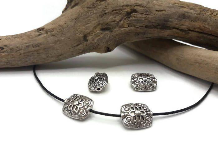 2 perles Tibetaines Plaqué argent - Style Vintage - Perles carrées - A029 de la boutique DIYAxellecreations sur Etsy