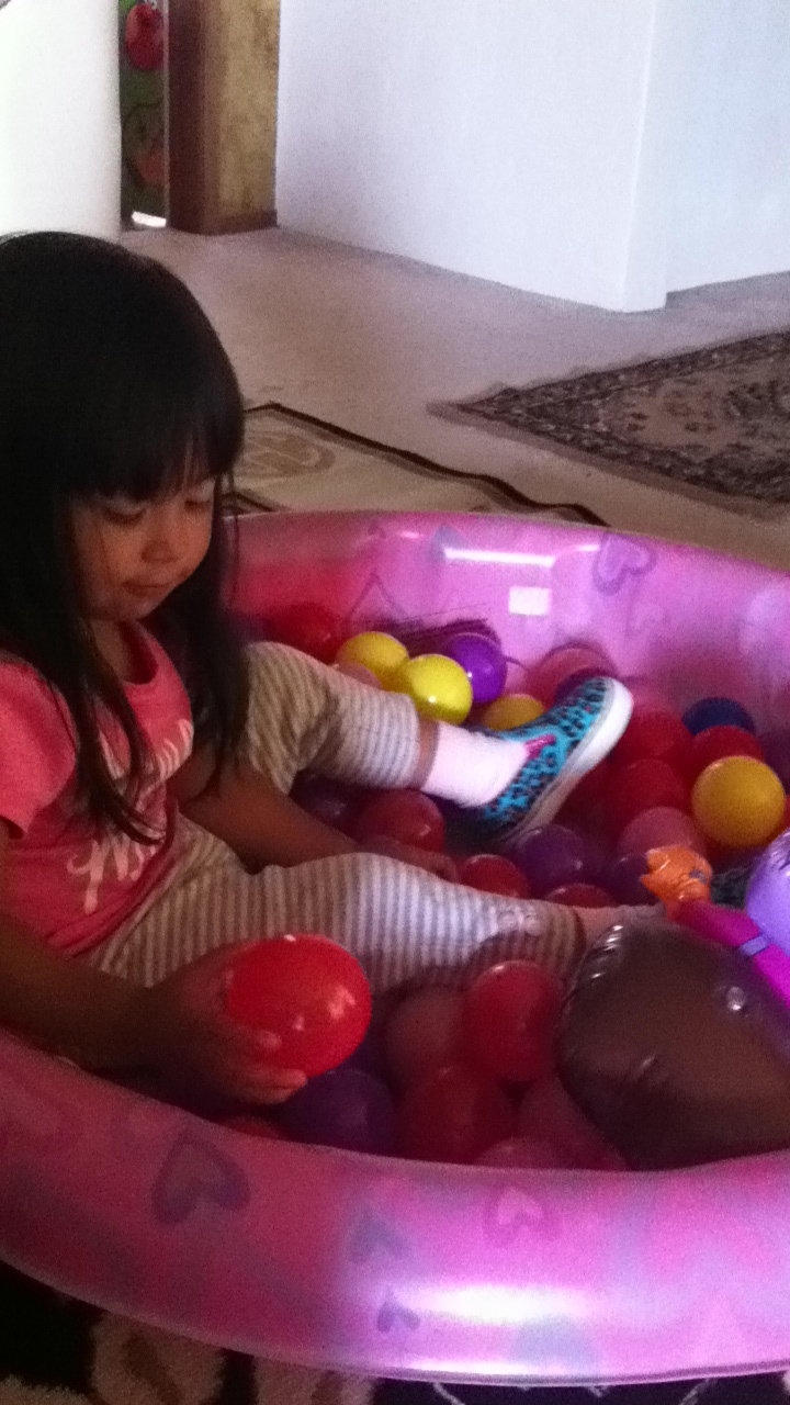 Mini ball pit! Just tried this today.Kids swimming pool ...