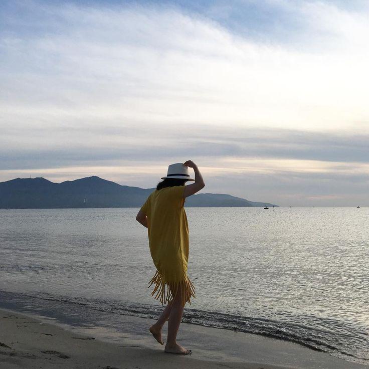 Instagram의 여주부 님: 세계6대#해변 중 하나인 #리조트 앞 #미케해변  자연이 주는 이아름다움을 설명할 방법이 없을만큼 예쁘다 #오전5시  / / / #다낭여행  #여주부#바캉스#여름