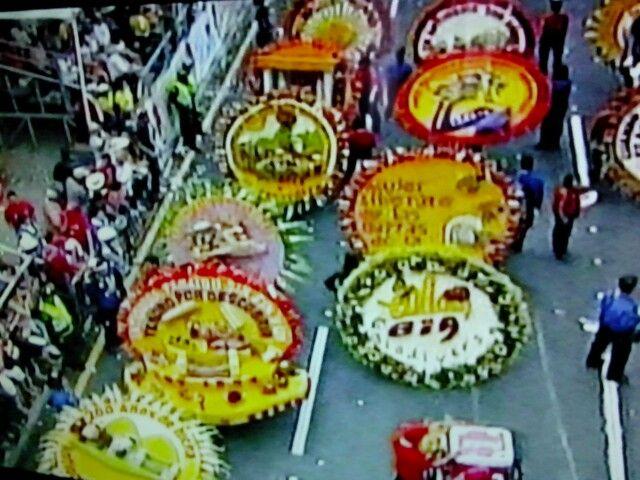 Desfile silletas de flores. Med.