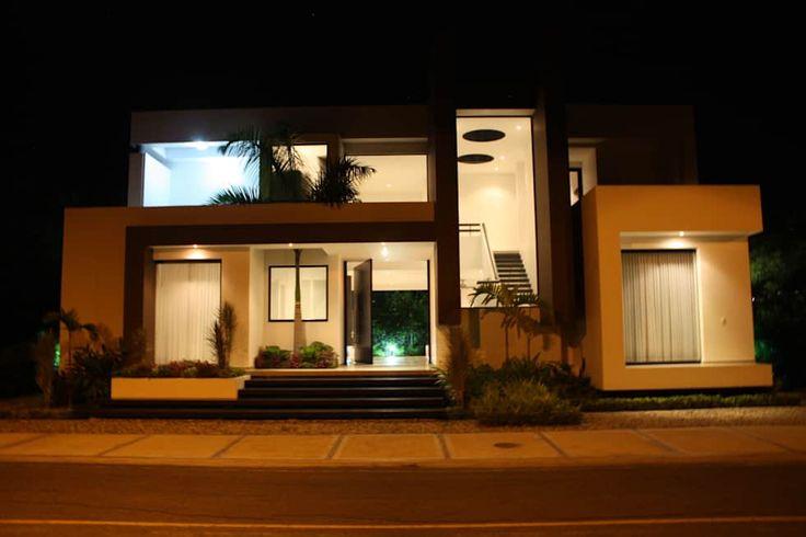 Casas modernas por Camilo Pulido Arquitectos