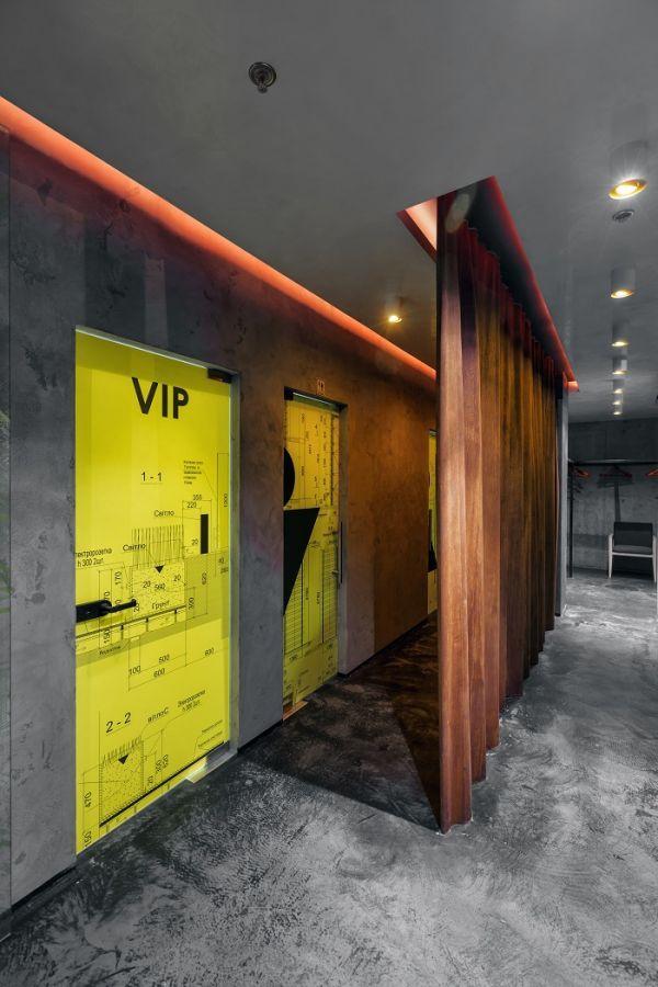 Moderný loftový až industriálny štýl navodzujú prvky z ocele. #ASB #industrial #design #restaurant