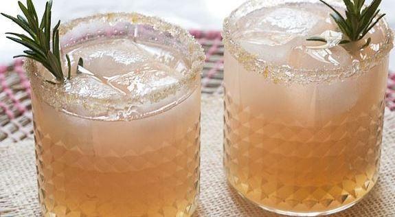 Oubliez l'eau au citron: voici la meilleure boisson pour la perte de poids et la désintoxication!