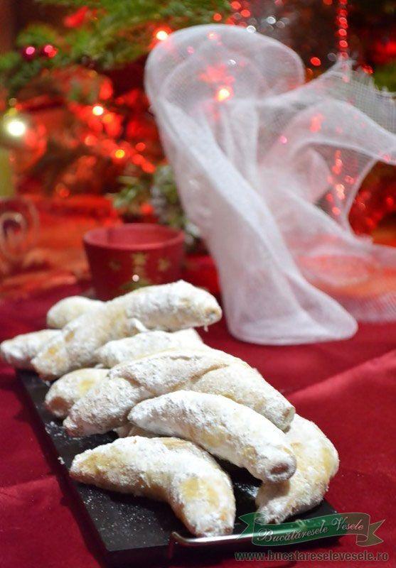 Cornulete cu nuca / Christmas nut rolls - Romanian Recipe