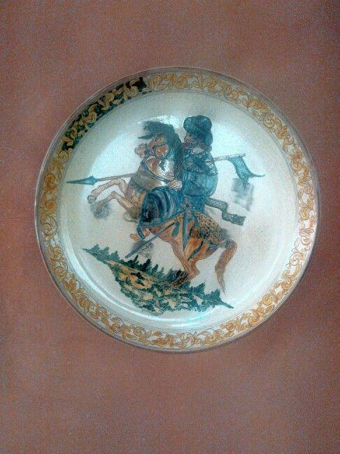 Piatto colorato Cavaliere medioevale