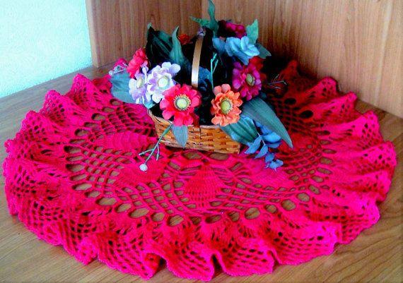 Салфетка крючком малиновый цвет Центрального украшения стола. Ажурная кружевная салфетка круглая салфетка крючком для кухонь столовых . Декор .
