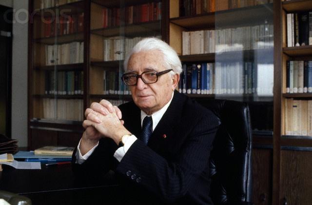 Fernand Braudel (1902 – 1985) a marqué durablement l'historiographie française par la définition de concepts « braudéliens » : l'étagement des temporalités, la longue durée, ou encore la civilisation matérielle sont des prismes à travers lesquels il observe le monde et dépasse très largement l'histoire traditionnelle en ouvrant sur des sciences telles que la géographie, l'économie, l'ethnologie, la sociologie, ou encore l'archéologie... http://fr.wikipedia.org/wiki/Fernand_Braudel