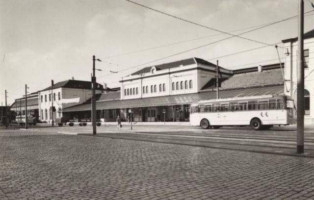 Station Staatsspoor, 1964. Hier staat nu Den Haag CS.