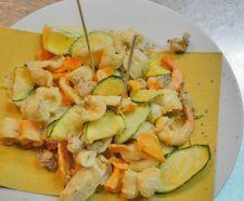 FRITTO MISTO ALLA MARCHIGIANA Frittura mista di zucchine e verdure pastellate marchigiane, polipetti e calamari fritti con aggiunta di gamberetti e spruzzatina di limone.