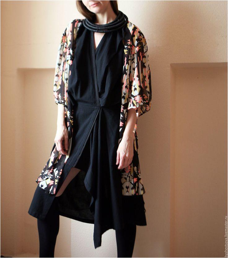 Купить или заказать Платье оригами в интернет-магазине на Ярмарке Мастеров. Платье трансформер 'Оригами', универсального кроя. За счет разработанных авторских линий кроя, платье садится на разную фигуру, создавая стильный необычный образ. Высота посадки варьируется, возможен вариант носки без спинки. С утонченным аксессуаром - выход в свет, с бомбером или пиджаком поверх, повседневный вариант, так же вариант надевания с лосинами, триксами.