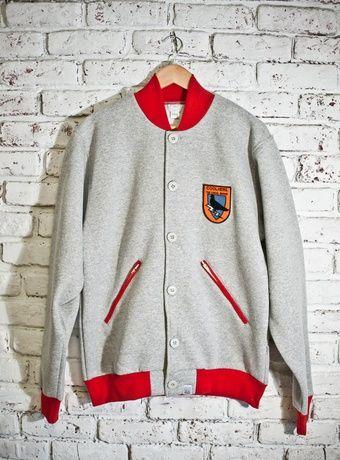 Теплая университетская куртка. Согреет под зимней курткой зимой и не даст замерзнуть весной, накинув ее на футболку.Размеры: М и L
