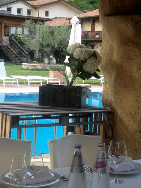 Relaxed #dinner with a view to the swimming pool #cadelach #revinelago #treviso #veneto #italy