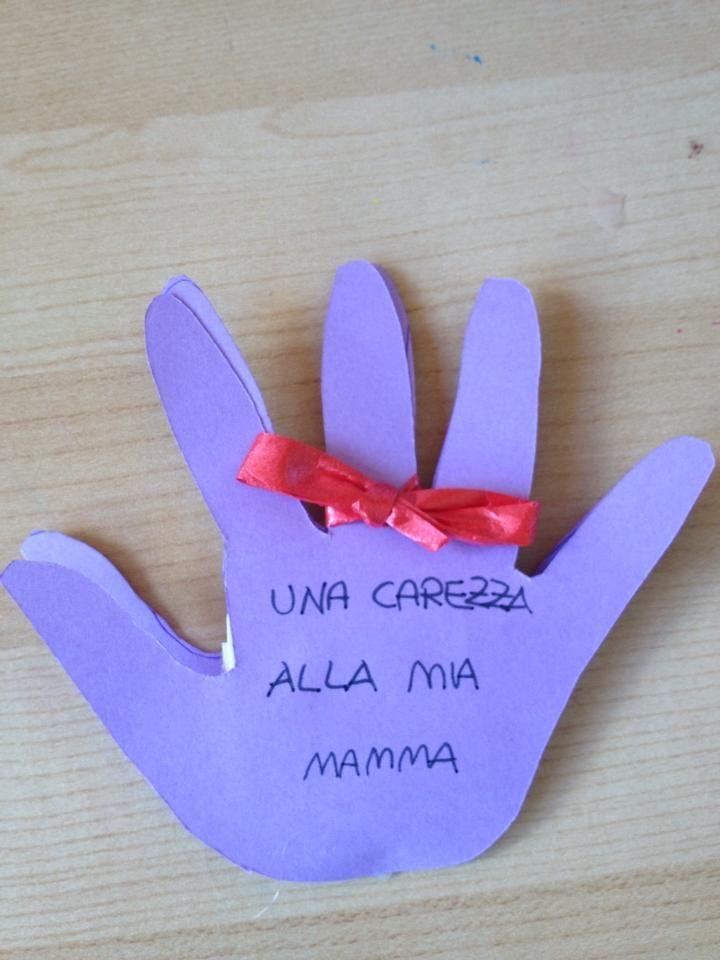 Biglietto per la festa della mamma: le manine carezzine