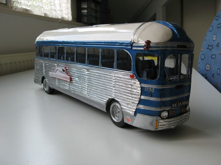 een door mijzelf gemaakte Greyhounds bus . de beroemde nr 9195