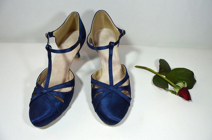 Svatební boty retro styl Model Anette T-styl. Satén paris blue. svatební boty, svatební obuv, svadobné topánky, svadobná obuv, obuv na mieru, topánky podľa vlastného návrhu, pohodlné svatební boty, svatební lodičky, svatební boty na nízkém podpatku, nude boty, boty v telové barvě, svatební boty na nízkém podpatku, balerínky, pohodlné svatební boty, Retro svadobné topánky - paris blue, parížska modrá satén
