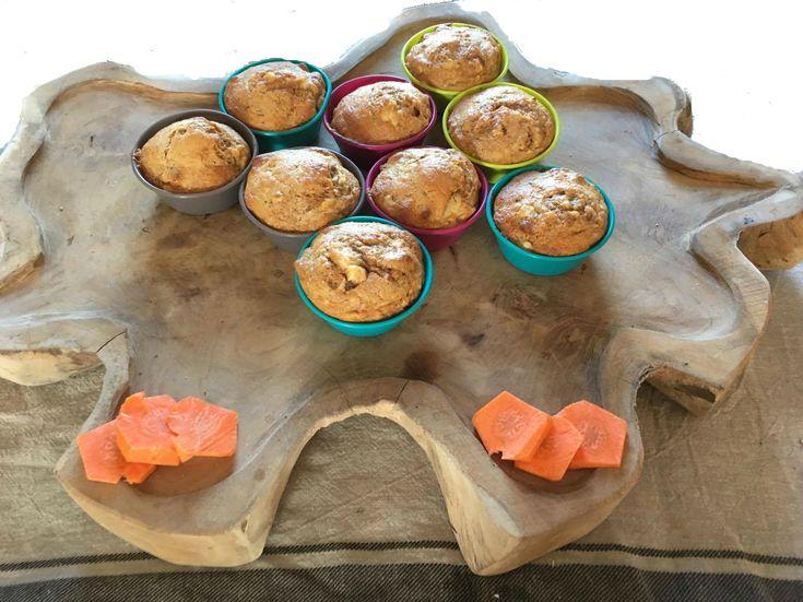 Muffins met wortel en banaan zonder toegevoegde suikers. Voor dit heerlijke recept en meer gezonde en biologische recepten, neem eens een kijkje op mijn foodblog, Organic Happiness