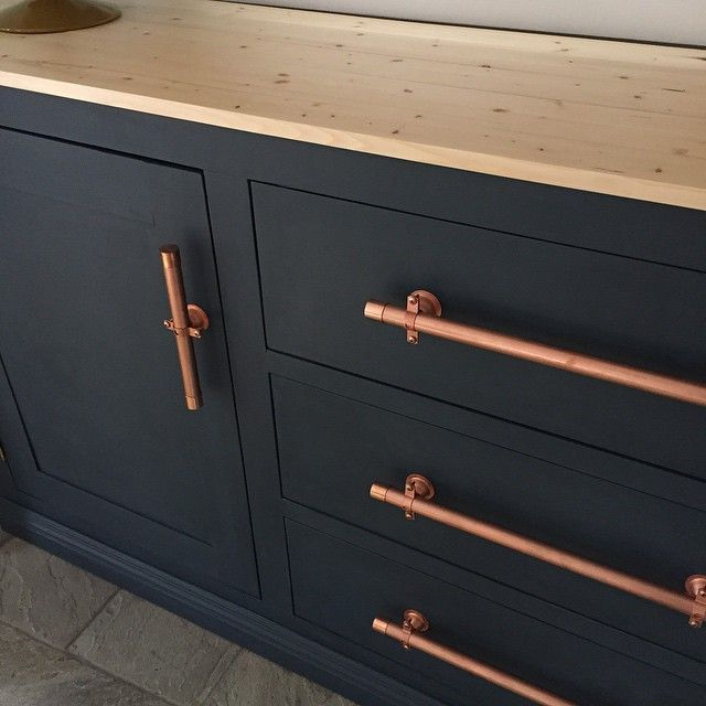 Painted cabinets with copper door pulls: This makeover just happened - why did I wait so long????? Americana chalky finish 1 part relic + 1 part legacy. Very similar to BM hale navy. #sideboard #chalkyfinish #decoart