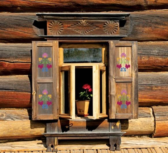 Wzór z szablonu świetnie wygląda na drewnianych okiennicach.