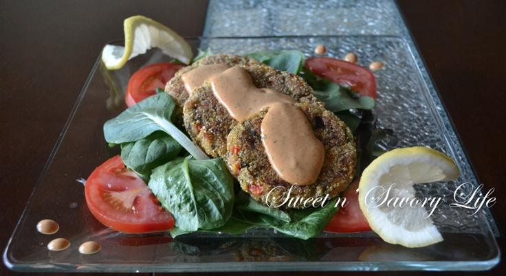 """Zucchini """"No-Crab"""" Cakes & Summer Salad #vegan: Zucchini No Crabs, Zucchini Cakes, Zucchini Nocrab, Summer Dinners, Summer Salad, Vegans Recipes, No Crabs Cakes, Vegans Food, Nocrab Cakes"""