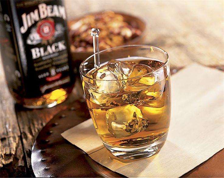 бурбон Jim Beam Jim Beam (произносится: джи́м би́м) — наиболее продаваемый по всему миру бренд бурбона. Jim Beam удовлетворяет требованиям, предъявляемым к бурбону: его сусло состоит б...