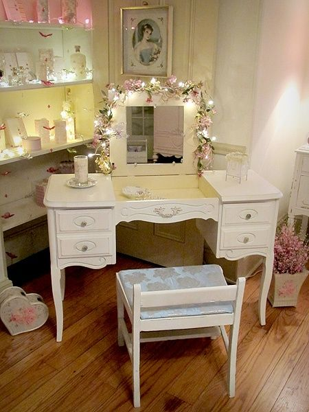 25 best ideas about shabby chic vanity on pinterest vintage vanity vanity table vintage and. Black Bedroom Furniture Sets. Home Design Ideas