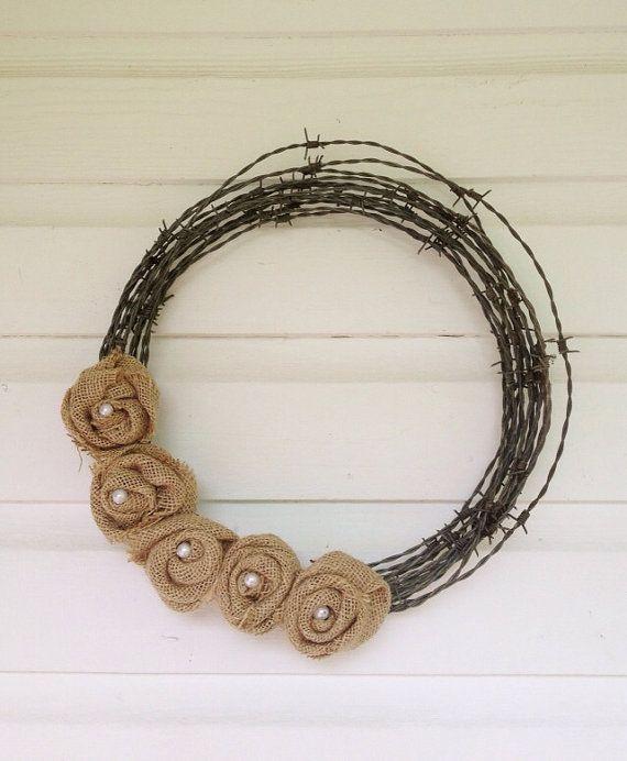 Rustikale Herbst-Kranz, Waldland Hochzeit Dekor, Barb Wire Sackleinen Wand Dekor, Kabine Cottage Kranz, Shabby Chic Rosetten, FarmHouseFare