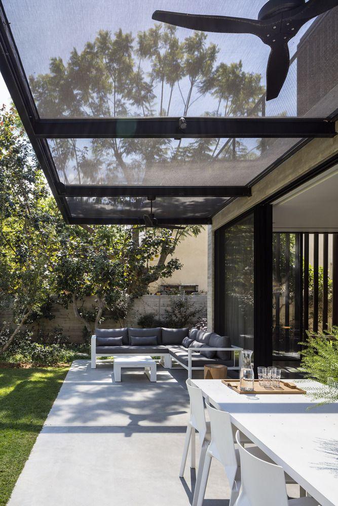 Les architectes Bar Orian ont conçu cette maison élégante