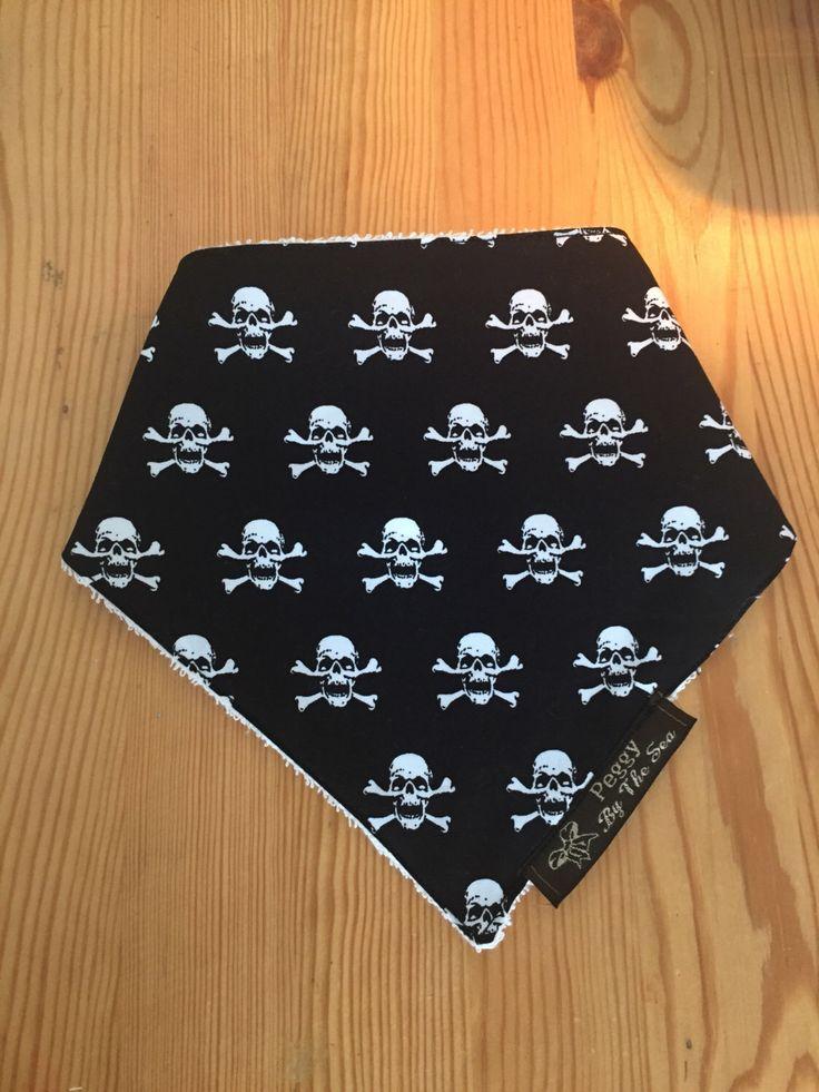 Baby Unisex Dribble Bib with Skull and Crossbones, dribble bandana, baby bandana, baby shower gift, rock chick, boys bib, baby fashion cloth by PeggyByTheSeaCo on Etsy https://www.etsy.com/uk/listing/486309923/baby-unisex-dribble-bib-with-skull-and