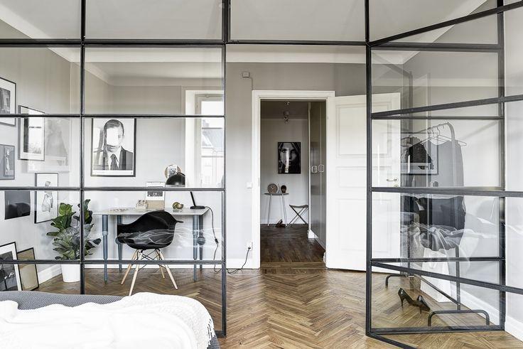 Rumsavdelare i glas / glasvägg / industrifönster #rumsavdelare #glasvägg #glasvagg #industrifönster #industrifonster