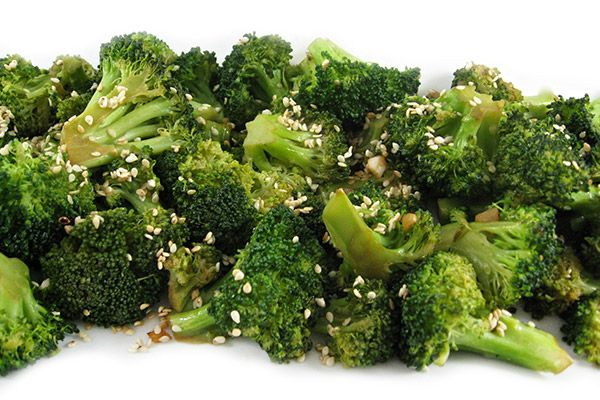What a delightful, simply, fiber rich side dish to go with fish, chicken, pork or beef. Each serving has 77 calories, 3g fat and 2 Weight Watchers POINTS PLUS. http://www.skinnykitchen.com/recipes/garlic-sesame-broccoli-stir-fry-side-dish/