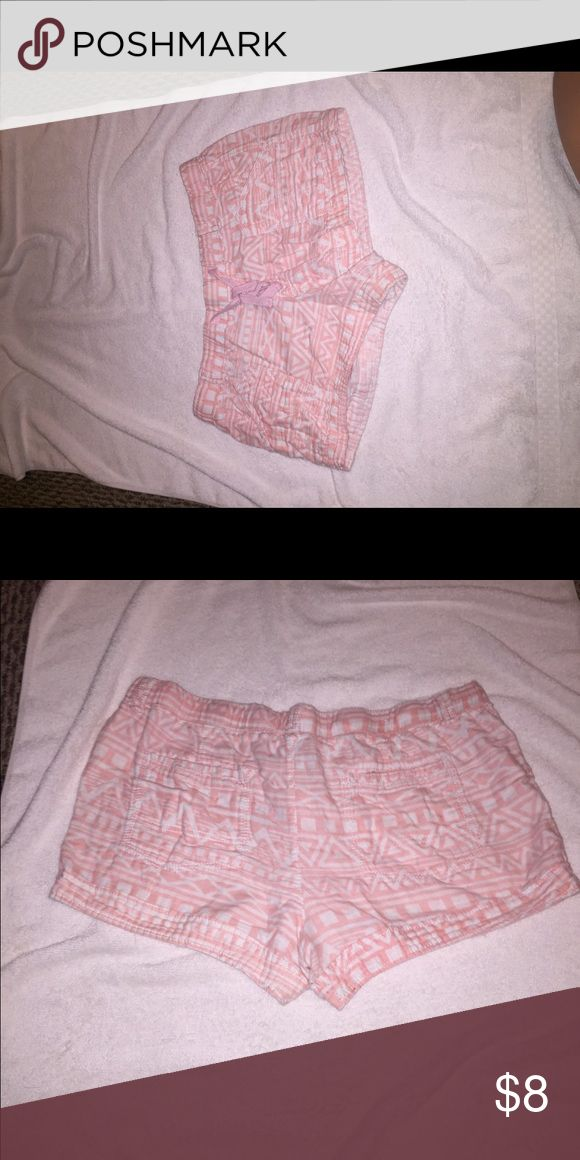 🎉shorts ON SALE Light pink and white Aztec printed shorts with draw string Shorts