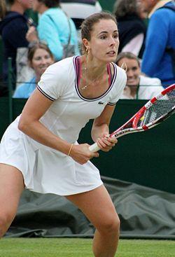 Alizé Cornet (* 22. Januar 1990 in Nizza) ist eine französische Tennisspielerin. Sie spielt in der deutschen Tennis-Bundesliga für den TC Blau-Weiss Bocholt, mit dem sie 2012, 2013 und 2014 Deutsche Mannschaftsmeisterin wurde.