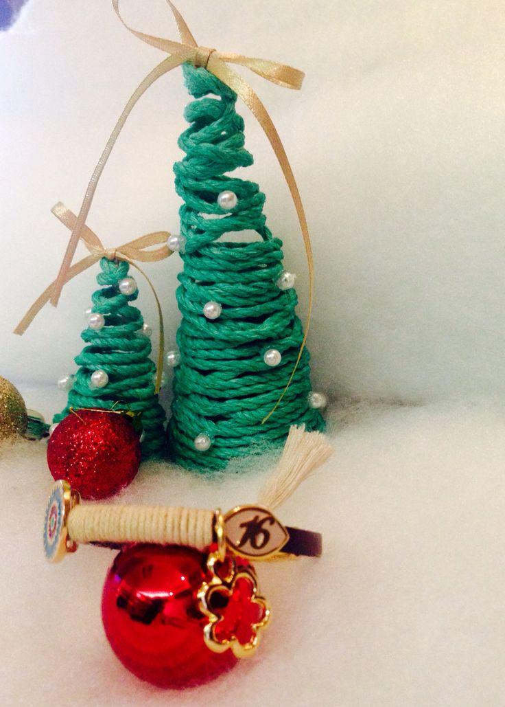 Handmade accessories by Riations Bracelets and necklaces Χειροποίητα αξεσουάρ Βραχιόλια με χάντρες ναι μεταγιον με φούντες
