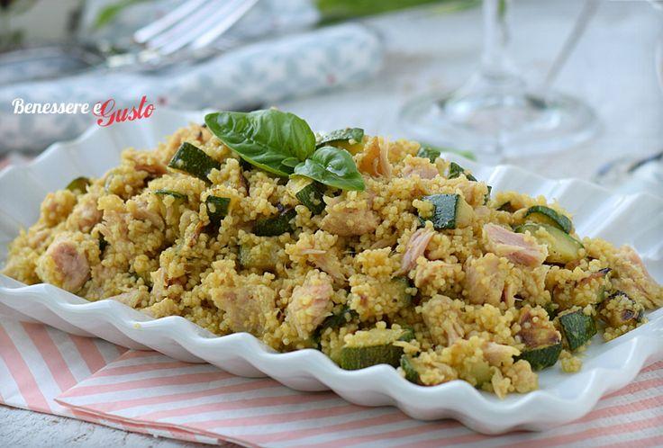 Cous cous zucchine e tonno ricetta facile e veloce, idea pranzo da asporto. Un piatto unico gustoso e leggero con zucchine, tonno salsa allo yogurt