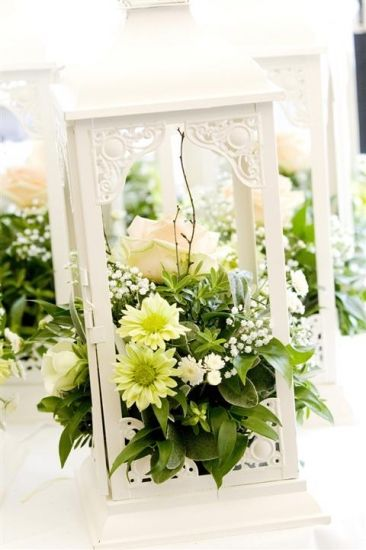 Centerpiece idea: white lantern without glass with flowers inside, depending on the