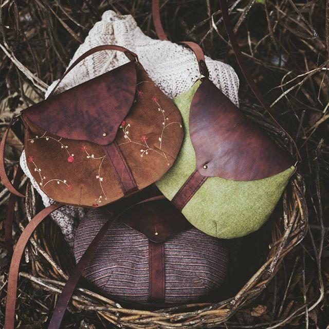 Несколько малышек лесных, травянистых, тенистых) В течение часа покажутся здесь. Приглянувшуюся можно будет забрать) Каждая - ручная. Текстиль, состаренная кожа. Внутри - подклад с ручной набойкой. #bag#handbag #handdyed #purse #handmade #ручнаяработа#maria_solovey_workmaria_solovey