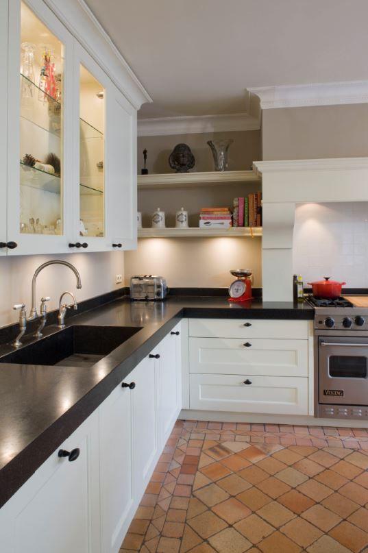 25 beste idee n over klassieke keuken op pinterest retro keukens rustiek huisje versieren en - Keuken steen en hout ...
