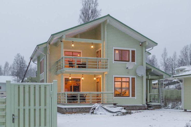 식함과 모던함이 공존하는 목조주택을 만나볼 차례다. 외관의 산뜻한 컬러감이 단연 눈길을 사로잡는 주택으로,…