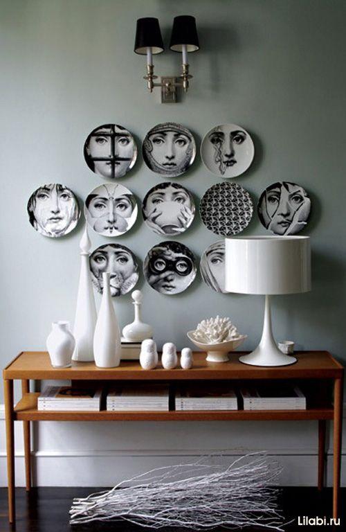 Украшение стен декоративными тарелками фото