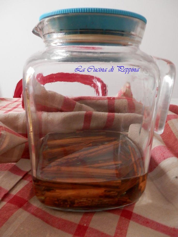 E' un liquore alla cannella da servire fresco. Sapore speziato, va sorseggiato soprattutto a fine pasto, per le sue proprietà digestive. Spezzare 12 stecch