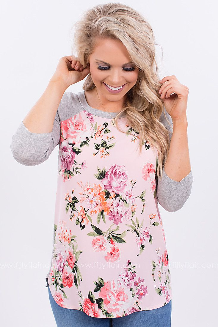 Casual spring floral print top! Wear this today!