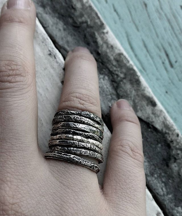 I love me some gritty stacks . . . . . #art #jewellery #jewellerysmith #stephanierachael #contemporaryart #contemporaryjewellery #stephanierachaeljewellery #brisbaneartist #australianartist #handmade #metalsmith #silversmith #ring #silver #streetstyle #bespoke #independantdesigner #darkstyle #urban #texture #925 #sterlingsilver