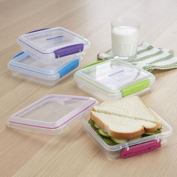 Never eat crushed sandwiches again with Klip It To Go Sandwhich Box. Solid construction and snap on lid keep your sandwich fresh and intact until it's time for lunch!