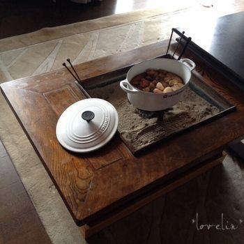 懐かしい箱火鉢にまっ白いクルーゼのお鍋が新鮮ですね。じんわりと熱が伝わる火鉢は静かに長く煮こむお料理に最適です。