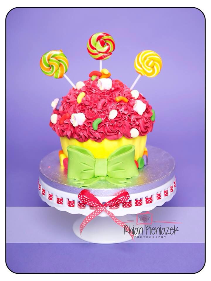 Candy theme cake. Cakes By Helzbach. Rhian Pieniazek Photography.