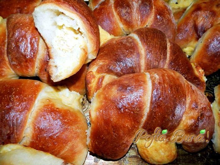 Cornuri cu branza (din aluat de paine)