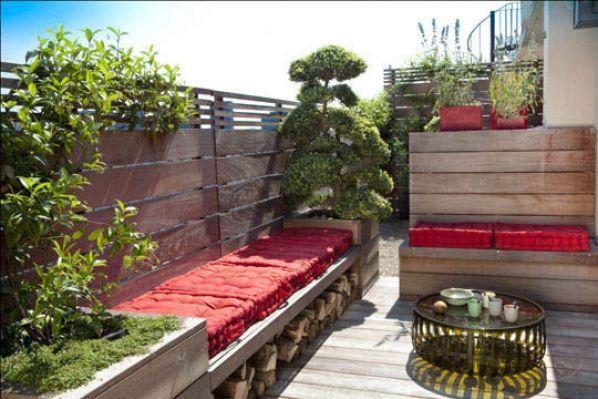 Une terrasse moderne et japonisante sur les toits de Paris