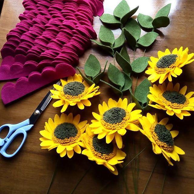 #felt_id #felt #feltflowers #feltgarland #feltbouquet #flanel #bungaflanel #bungaflaneljogja #buketflanel #buketflaneljogja #buketwisuda #buketpengantin #kadobunga #kadowisuda #handmade #handmadeisbetter #handmadewithlove #supporthandmade #craft #creatorslane #customflower #supportsmallbusiness #etsy #etsyindonesia #tapfordetails