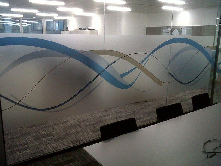 vinilo ácido impreso para cristal, consigue privacidad y separar ambientes. Presupuestos sin compromiso www.objetivo3-0.com